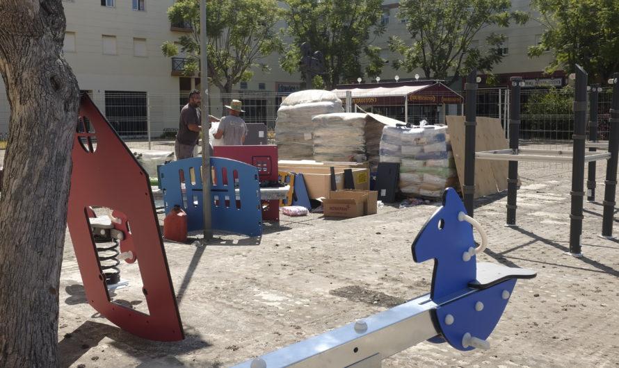 COMIENZA EL MONTAJE DEL NUEVO PARQUE INFANTIL DE LA PLAZA DEL CINEMA
