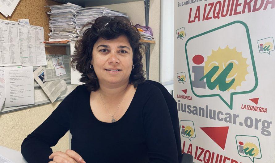 """Carmen Álvarez: """"La Junta y el Gobierno local dejan desprotegidos a los usuarios de las playas sanluqueñas"""""""